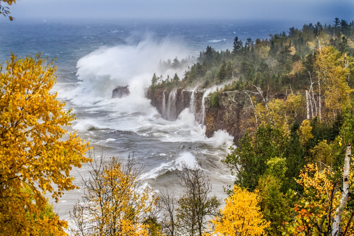Mega-Waves from Lake Superior Storm: Tettegouche State Park, North Shore, Minnesota - October 10, 2018 (photos & video)
